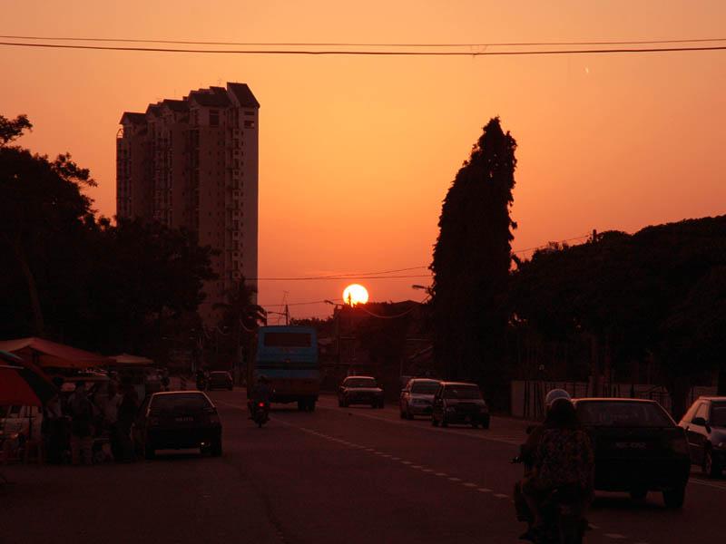 黄昏時、マラッカ郊外の風景 黄昏時、マラッカ郊外の風景 マラッカ郊外のクレイバン・ブサにて