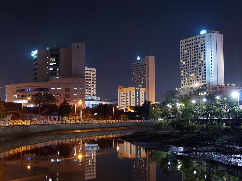マラッカ一丁目のシティホテル街の夜景