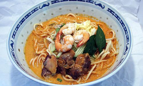 ラクサ(ココナッツ風味のカレー麺)